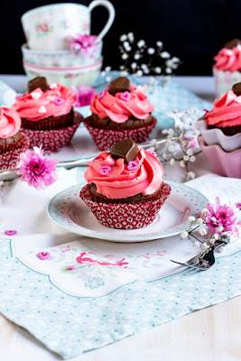 Himbeer-Schoko Cupcakes für Verliebte - eine Rezeptidee zum Valentinstag oder Muttertag 17