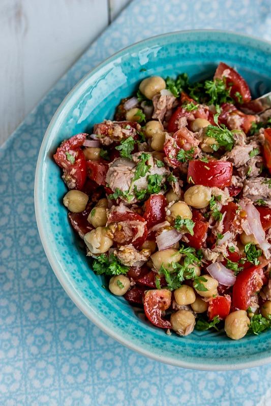 kalorienarmer thunfischsalat, schneller, einfacher kichererbsen-thunfisch salat mit tomaten, Design ideen