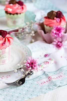 Himbeer-Schoko Cupcakes für Verliebte - eine Rezeptidee zum Valentinstag oder Muttertag 11