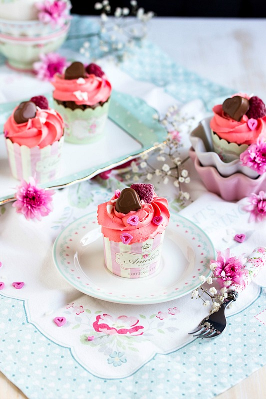 Himbeer Schoko Cupcakes Fur Verliebte Zum Valentinstag Oder Muttertag