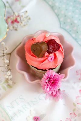 Himbeer-Schoko Cupcakes für Verliebte - eine Rezeptidee zum Valentinstag oder Muttertag 6