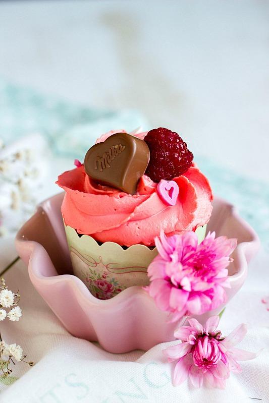 Himbeer-Schoko Cupcakes für Verliebte - eine Rezeptidee zum Valentinstag oder Muttertag 15