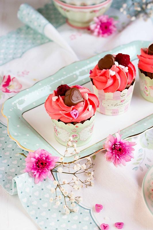 Himbeer-Schoko Cupcakes für Verliebte - eine Rezeptidee zum Valentinstag oder Muttertag 18