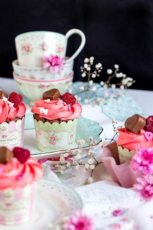 Himbeer-Schoko Cupcakes für Verliebte - eine Rezeptidee zum Valentinstag oder Muttertag 5