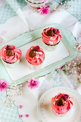 Himbeer-Schoko Cupcakes für Verliebte - eine Rezeptidee zum Valentinstag oder Muttertag 13