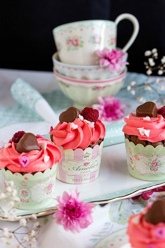 Himbeer-Schoko Cupcakes für Verliebte - eine Rezeptidee zum Valentinstag oder Muttertag 21