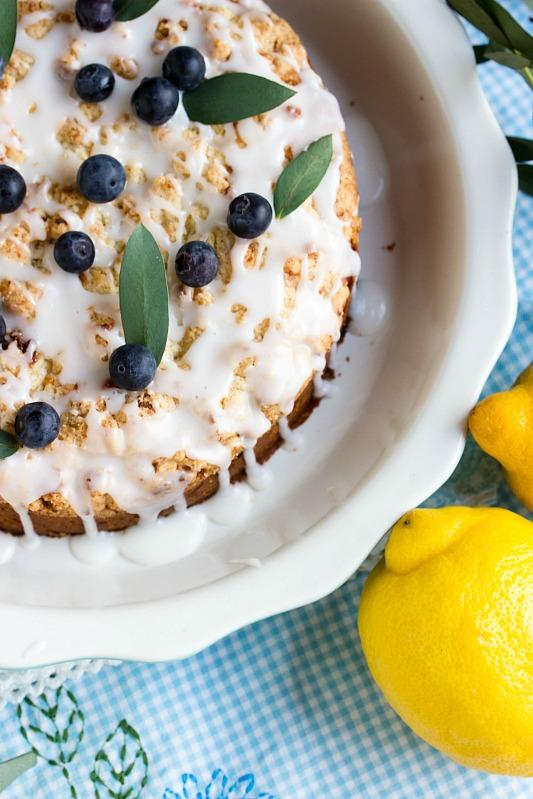 Saftiger Zitronen-Blaubeer Streuselkuchen 2
