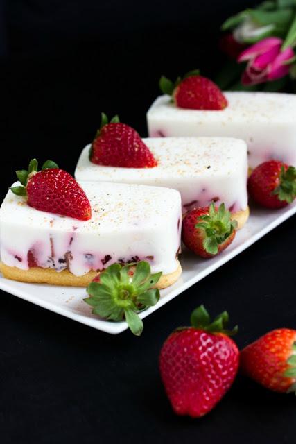 Tiramisu mit Balsamico-Erdbeeren, Skyr und Licor43 21