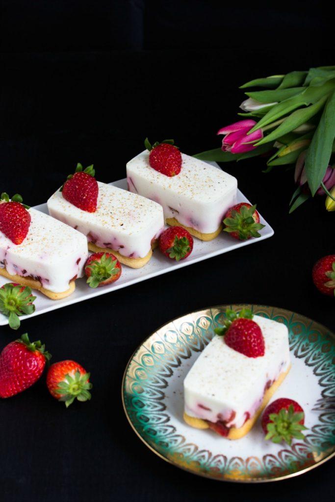 Tiramisu mit Balsamico-Erdbeeren, Skyr und Licor43 5