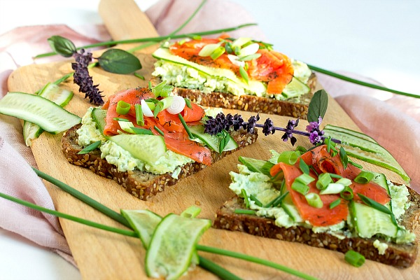 Lachs-Avocado Brote