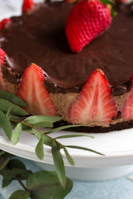 Glutenfreie Erdbeer-Schokomousse Torte 35