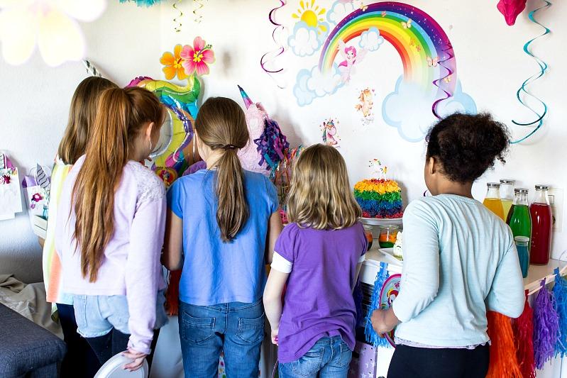 Ideen für eine tolle Einhorn / Regenbogen Party 45