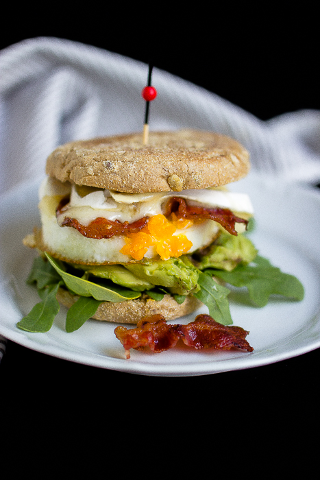 """Herzhafter Frühstücksburger mit Speck und Camembert - """"Mein Frühstücksglück"""" 22"""