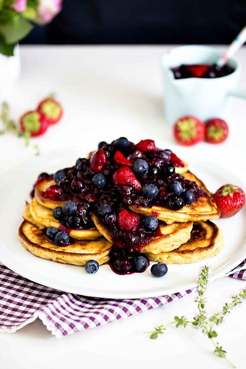 Zitronen-Ricotta Pancakes mit Thymian und Blaubeersauce 5