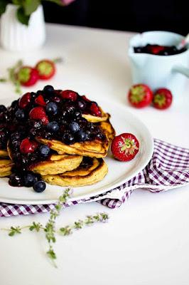 Zitronen-Ricotta Pancakes mit Thymian und Blaubeersauce 10