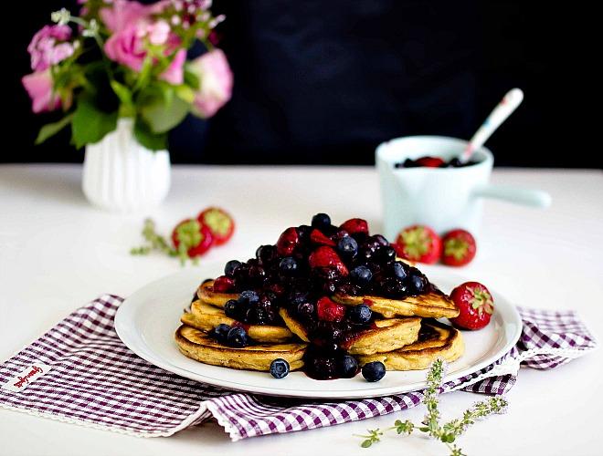 Zitronen-Ricotta Pancakes mit Thymian und Blaubeersauce 1