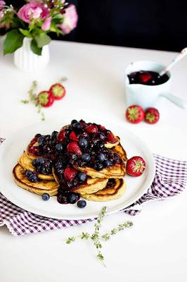 Zitronen-Ricotta Pancakes mit Thymian und Blaubeersauce 9