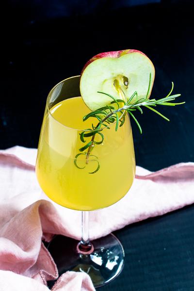Apfel-Holunderblüten Gin Fizz - Sommerzeit ist Cocktailzeit 36