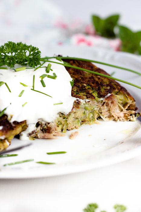 Zucchini-Thunfisch Bratlinge mit Kräuterdip 7