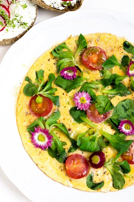 """Omelett mit Tomaten + Radieschen-Quark Brot """"Mein Frühstücksglück"""" 21"""
