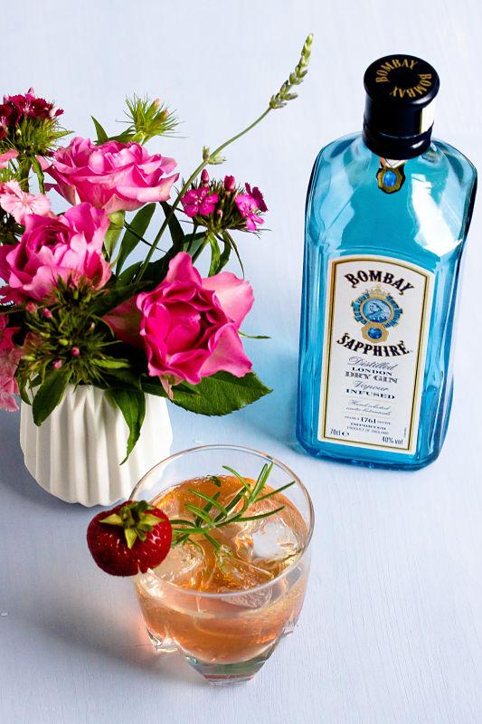 Gin Fizz mit Erdbeeren und Rosmarin 17
