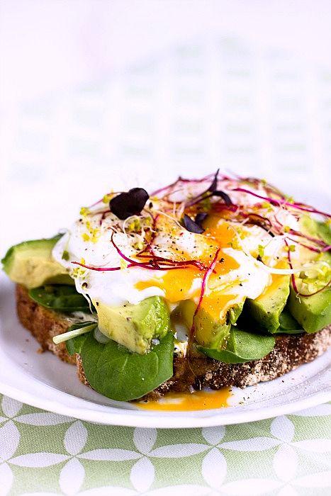 Frühstücksbrot mit Pestobutter