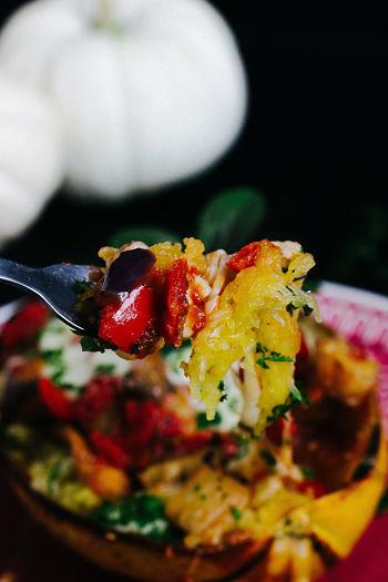 Überbackener Spaghettikürbis mit Auberginenfüllung 10