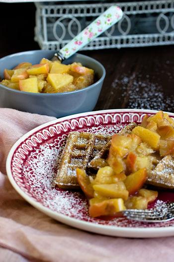 Honig-Waffeln mit Apfel-Quitten Kompott 4