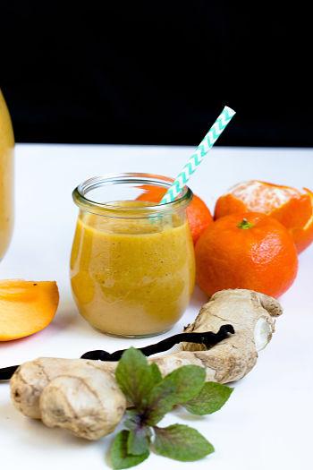 Persimon-Mandarinen Smoothie mit Kurkuma und Ingwer 1