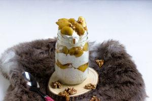 Weihnachtliche Joghurtcreme mit Bratapfel-Bananen-Walnuss Topping