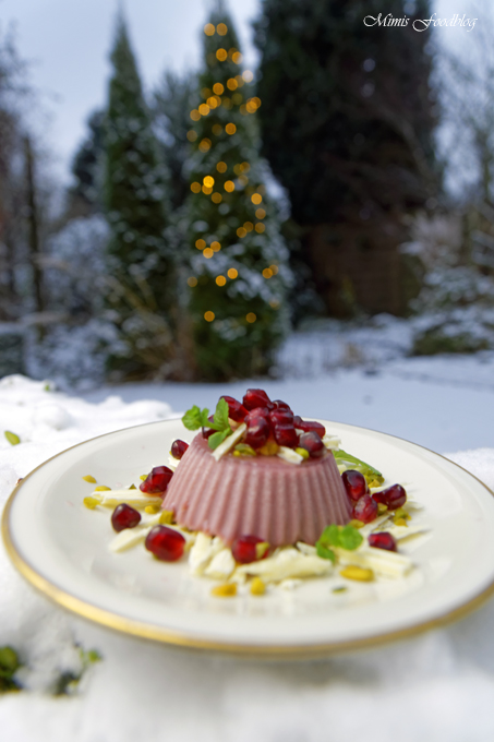 Granatapfel-Panna-Cotta ~ weihnachtliches Dessert mit Pistazien und weißer Schokolade /Adventskalender Türchen 22 3