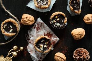 Vegane und glutenfreie No-Bake Schoko-Nuss-Cups -Adventskalendertürchen 2