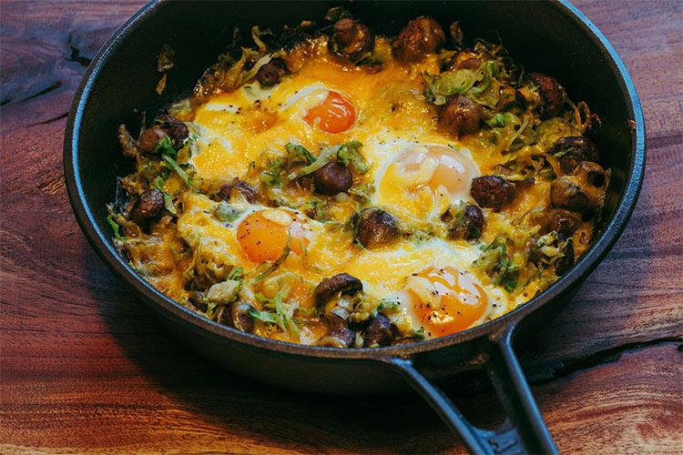 Gebackene Eier mit Rosenkohl, Pilzen und Cheddar Käse - Adventskalendertürchen 5 3