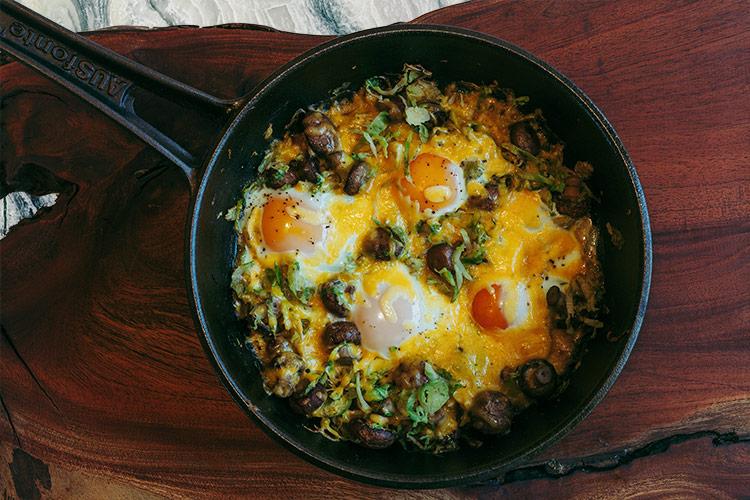Gebackene Eier mit Rosenkohl, Pilzen und Cheddar Käse - Adventskalendertürchen 5 1