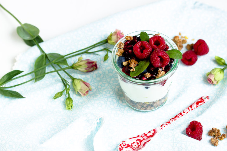 Vanille-Kokos-Granola mit griechischem Joghurt und Früchten - Mein Frühstücksglück 4