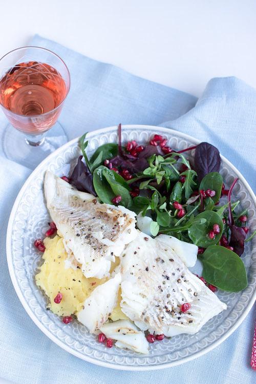 Skrei mit Kartoffelpüree und feinem Salat 20