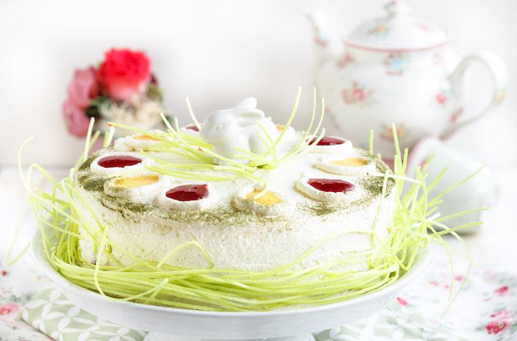 Ostertorte mit Roter Grütze und Eierlikör