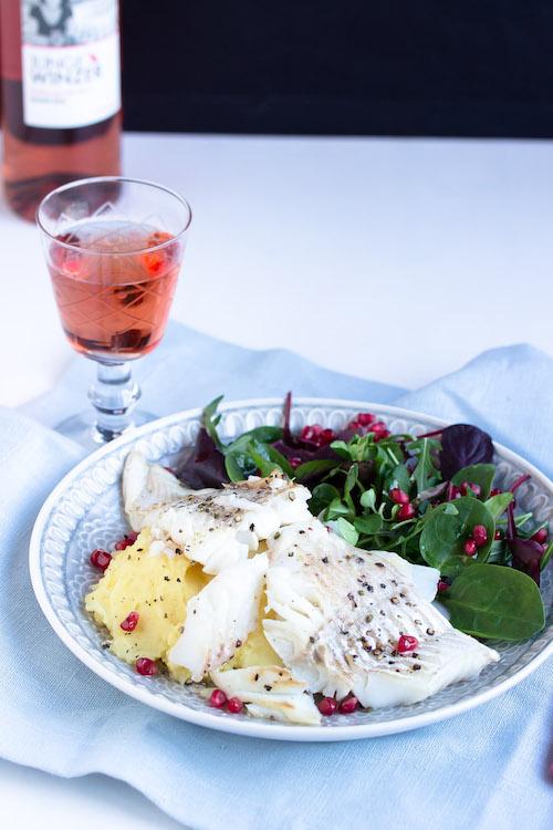 Skrei mit Kartoffelpüree und feinem Salat 21
