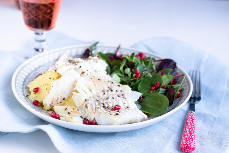 Skrei mit Kartoffelpüree und feinem Salat 22