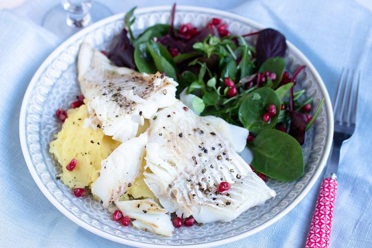 Skrei mit Kartoffelpüree und feinem Salat 19