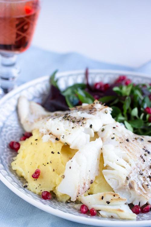 Skrei mit Kartoffelpüree und feinem Salat 23