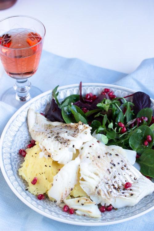 Skrei mit Kartoffelpüree und feinem Salat 18