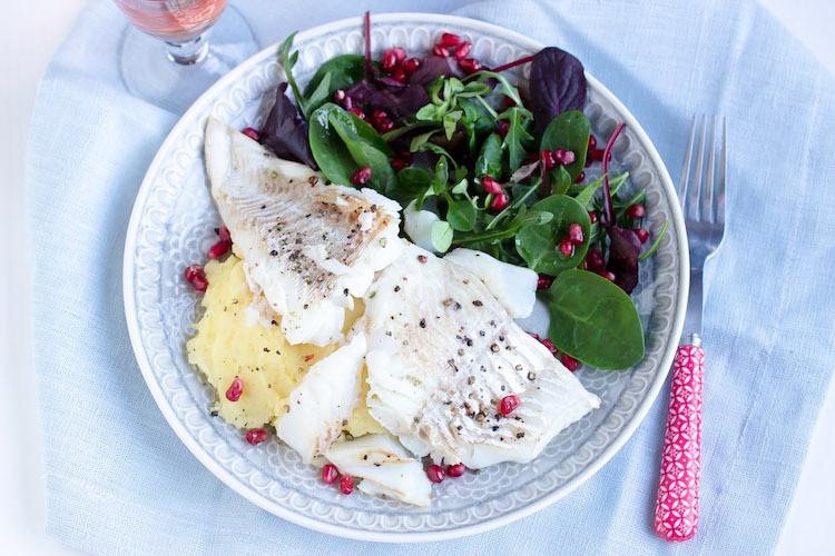 Skrei mit Kartoffelpüree und feinem Salat 17