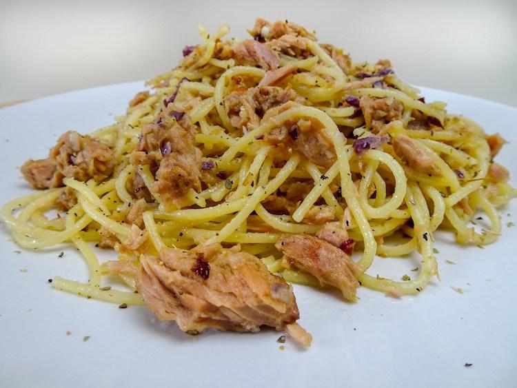 Spaghetti mit Pute,Spinat und Tomaten in einer Basilikumsauce - Pastaliebe im März 24