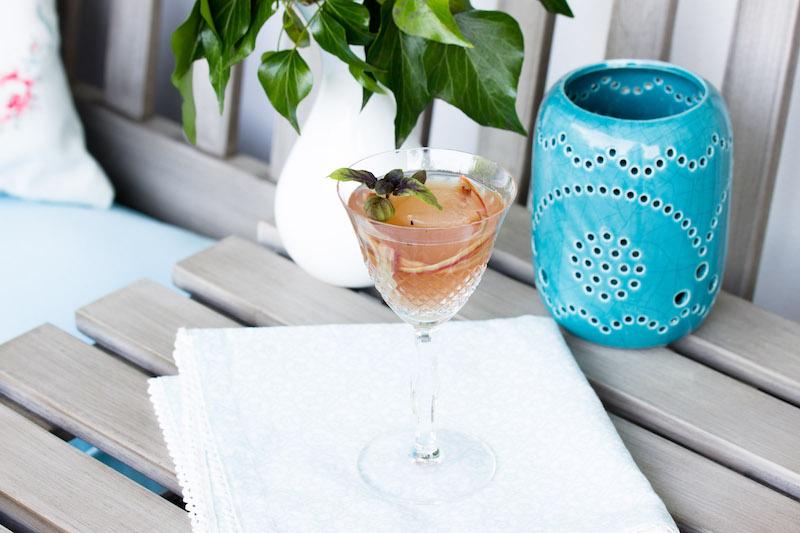 Rhabarber-Basilikum Martini /Mein Sommercocktail