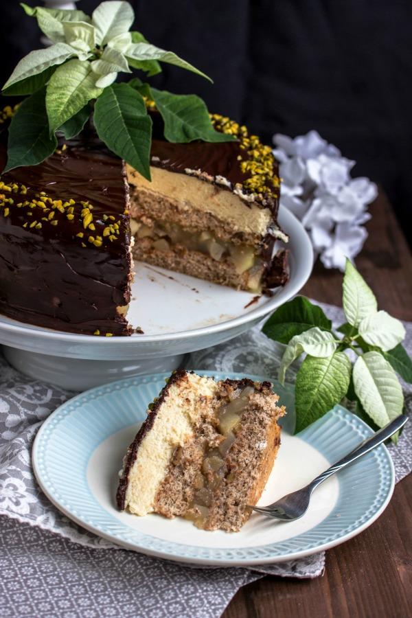 Walnuss-Birnen Torte mit Marzipanmousse