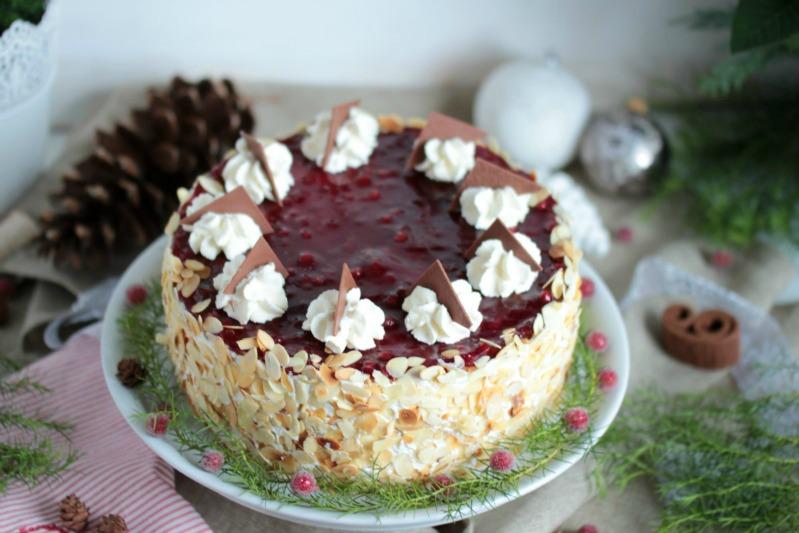 Preiselbeeren-Nougat Torte