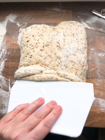 Buttermilch-Dinkelbrot mit Kräutern 3