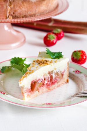 Cremige Erdbeer Rhabarbertorte