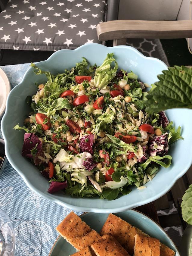 Kritharaki Salat mit Zaziki für ein griechisches Lebensgefühl
